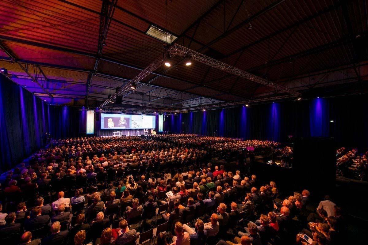 Afbeelding IJsselhallen volle zaal